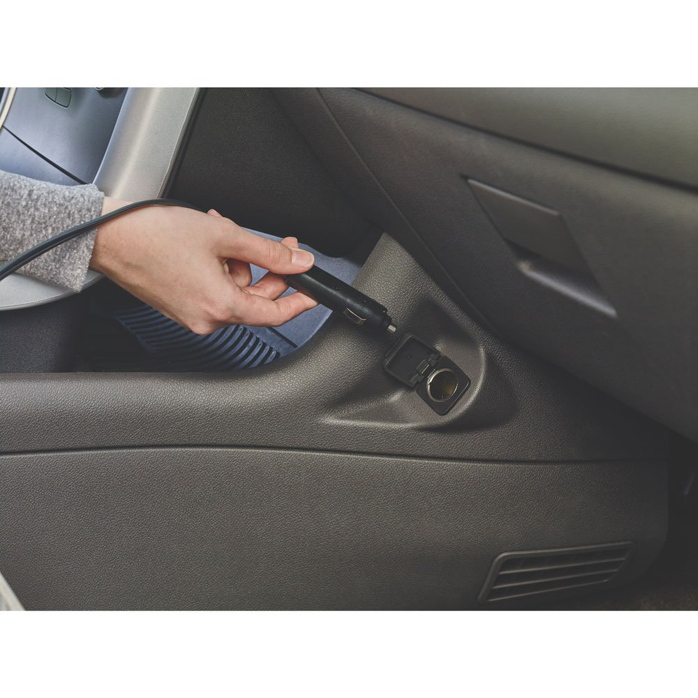 Black and decker vacuum cleaner for car been plugged in the car dc power source