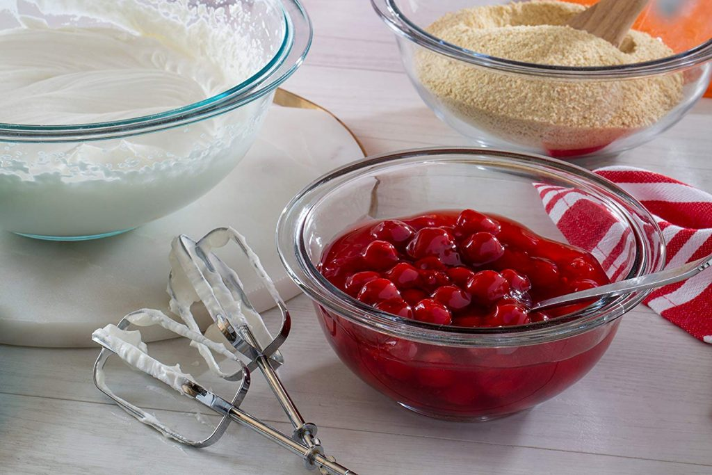 pyrex glass set mixing bowl and it is oven safe