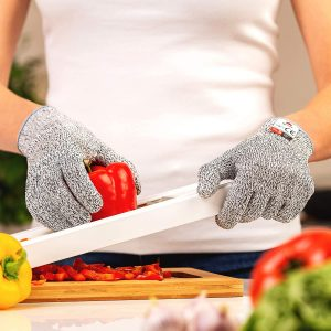 Resistant safety glove