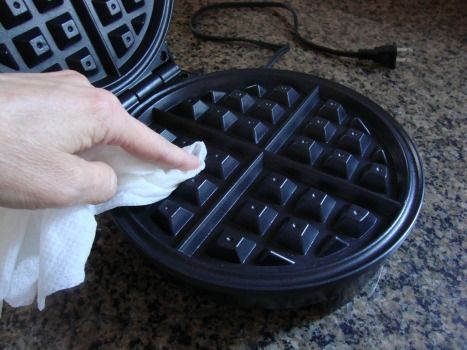 How to clean a waffle cone maker